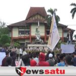 Aktivis FMS Tolak Penambangan Fosfat Di Kantor DPRD Sumenep
