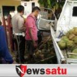 Pick Up Seruduk Mako Brimob di Pamekasan