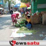 Pedagang Ketupat Bermunculan Di Pasar Tradisional Probolinggo