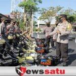 Peduli Petani, Kapolres Sampang Serahkan 14 Traktor Kepada Polsek