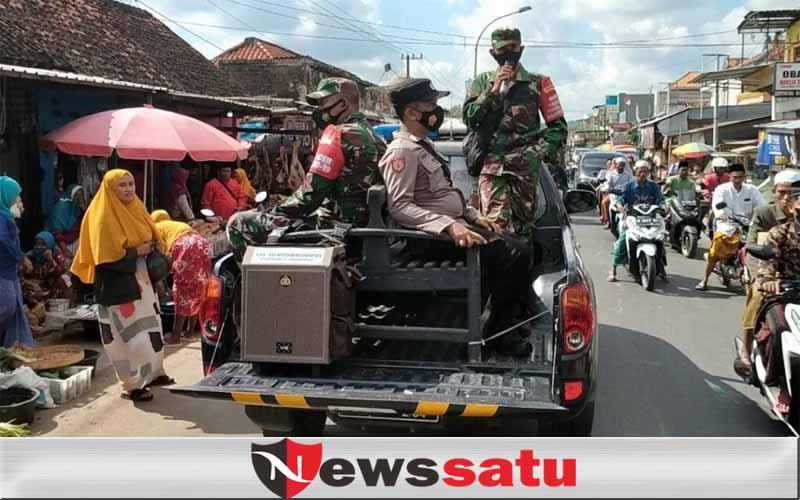 Tim Koramil Dan Polsek Palengaan Woro-woro Keliling Kampung Menghimbau Warga Bermasker