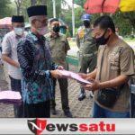 Bupati Bondowoso Berikan Bantuan Ratusan Pekerja Terdampak PPKM