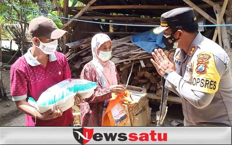 PPKM Darurat Diperpanjang, Bansos Polri Makin Gencar di Pamekasan