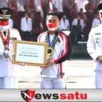 Gubernur Khofifah Anugerahi Eko Yuli, Lencana Emas Jer Basuki Mawa Beya