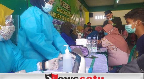 Agar Segara Terbebas Dari Covid-19, Ketua Fraksi PKB Fasilitas Ratusan Masyarakat Untuk Vaksin