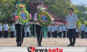 Jajaran Lapas Kelas IIA Pamekasan, Lakukan Tabur Bunga untuk Teladani Pahlawan Bangsa