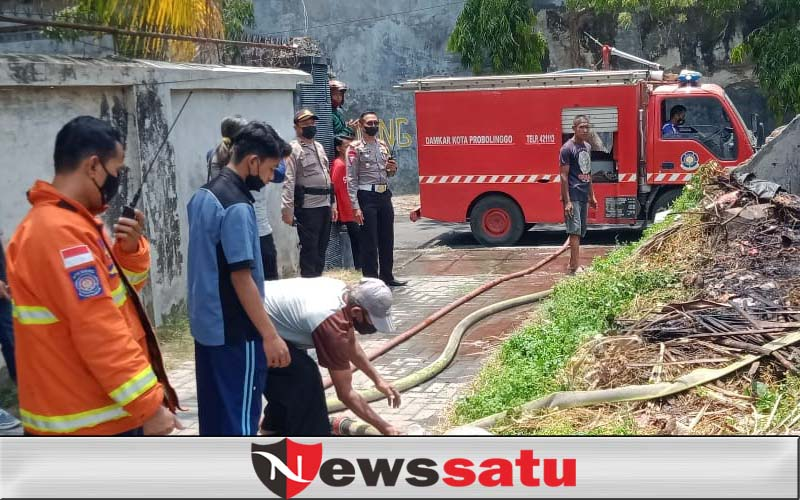 Kobaran Api Di Lahan Kosong Gegerkan Warga Kota Probolinggo